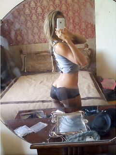 Подборка снимков селфи полуобнажённых потаскух секс фото и порно фото