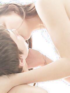 Молодая пара занимается красивым сексом в кресле секс фото и порно фото