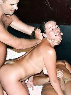 Два похотливых друга трахают русских девушек в групповухе секс фото и порно фото