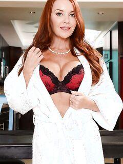 Рыжеволосая дама с невероятно красивым телом секс фото и порно фото