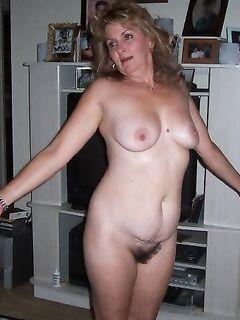 Озорницы сняли лифчики и показали упругие сисяндры секс фото и порно фото