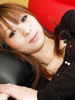 Азиатская милфа снимает шелковое белье и показывает волосатую вульву секс фото и порно фото