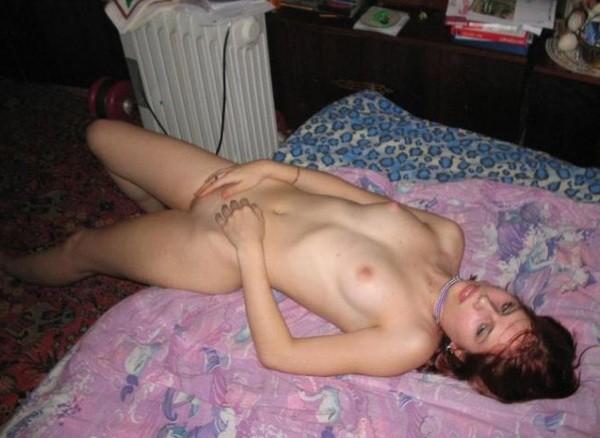 Молодые цыпочки позируют дома голышом секс фото и порно фото