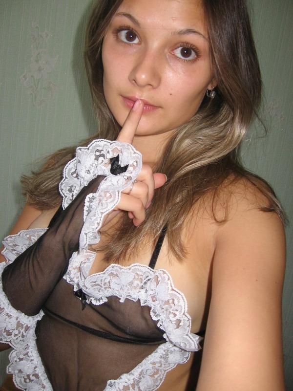 Откровенные селфи загорелой цыпочки перед зеркалом секс фото и порно фото