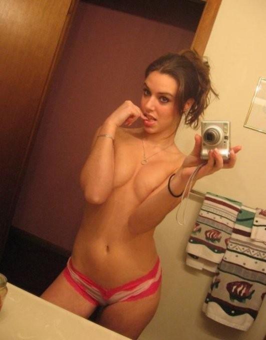 Подборка любительских селфи голых девиц секс фото и порно фото