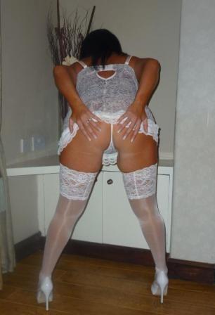 Эротическая сессия грудастая брюнетки в чулках секс фото и порно фото