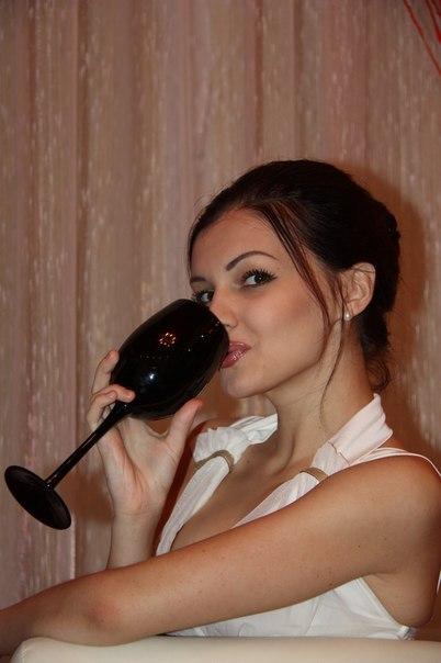 Эротические снимки раскованной милашки в чулках секс фото и порно фото