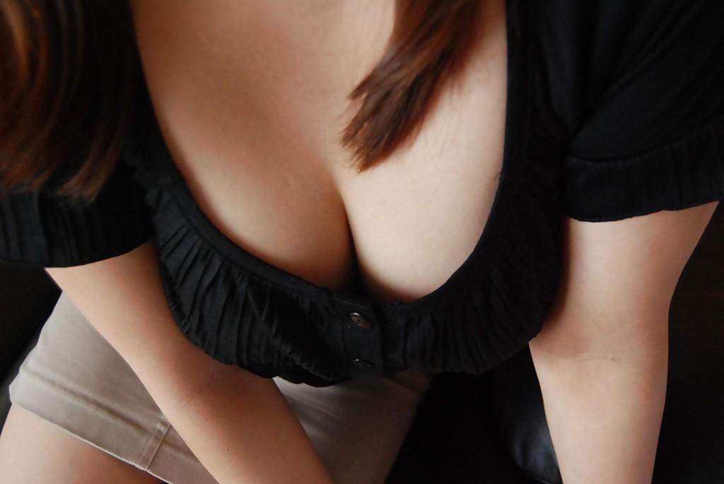 Азиатская мамаша Chisako Nimura раздевается обнажая волосатую киску секс фото и порно фото