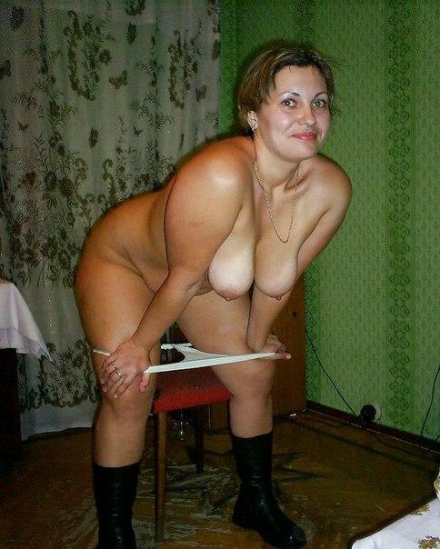 Русские жены демонстрируют голые писечки дома и на людях секс фото и порно фото