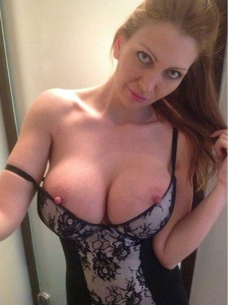 Фигуристые любительницы показывают обнаженные тела на камеру секс фото и порно фото