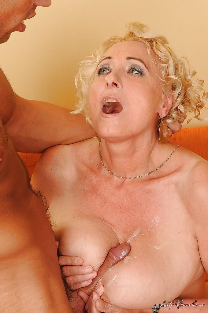 Втайне от жены парень трахает зрелую любовницу у неё дома секс фото и порно фото