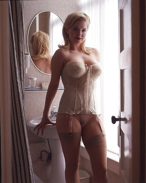 Зрелые красавицы трахаются с мужьями дома секс фото и порно фото