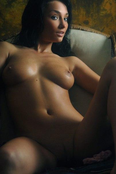 Женщины позируют дома голыми для мужей секс фото и порно фото