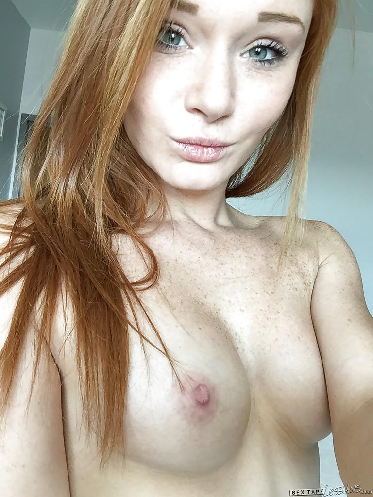 18-летняя красотка с рыжими волосами обнажила худое тело секс фото и порно фото