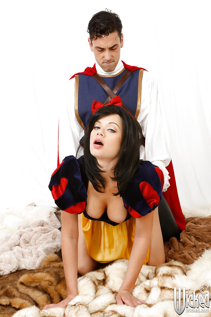 Косплей секс Супермена и грудастой Белоснежки секс фото и порно фото