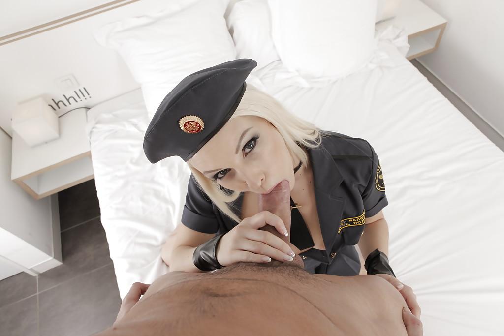 Русская полицейская сосёт толстый член в качестве штрафа секс фото и порно фото