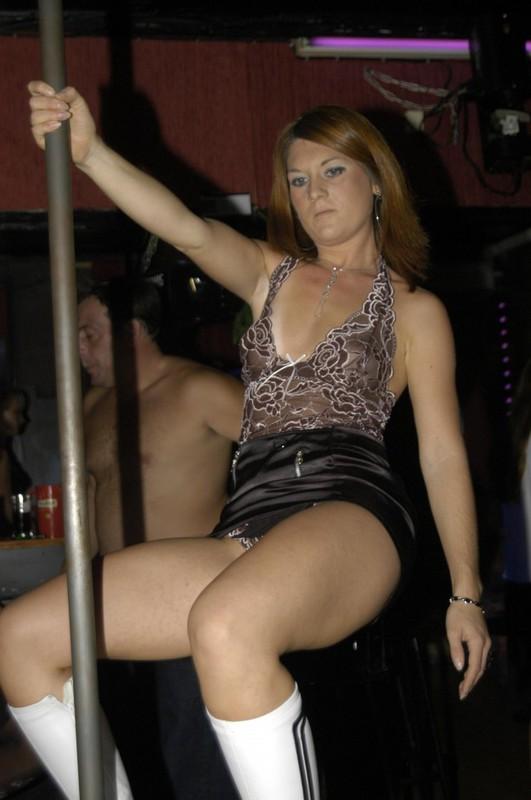 Русская женщина бессовестно показывает голое тело и сосет член секс фото и порно фото