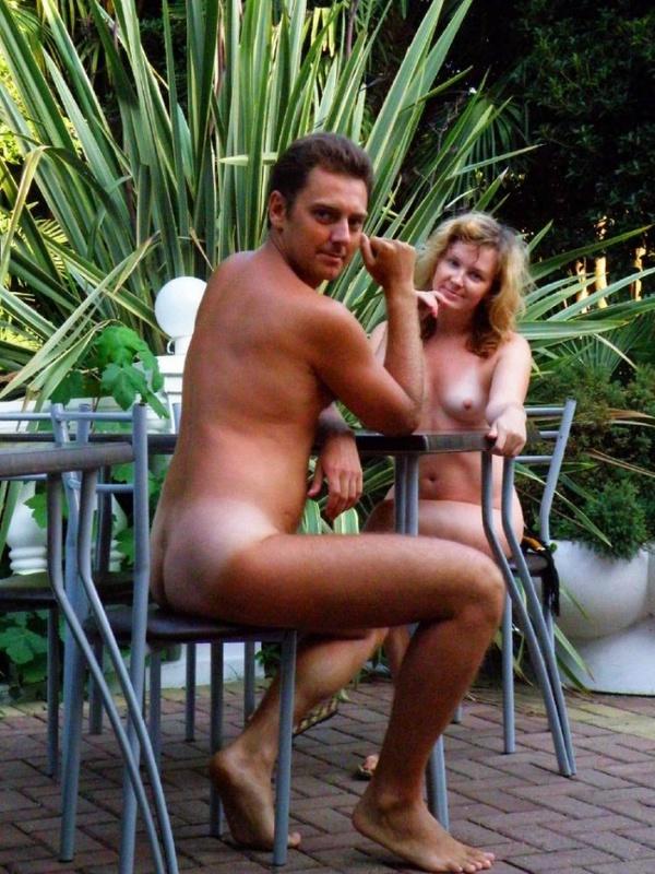 Зрелая жена бесстыдно позирует для мужа голой на отдыхе секс фото и порно фото