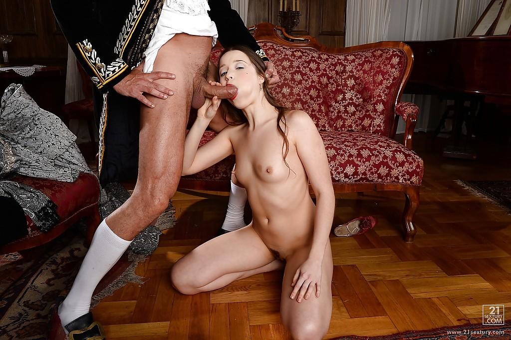 Прелестная графиня подарила барону глубокий минет с проглотом секс фото и порно фото