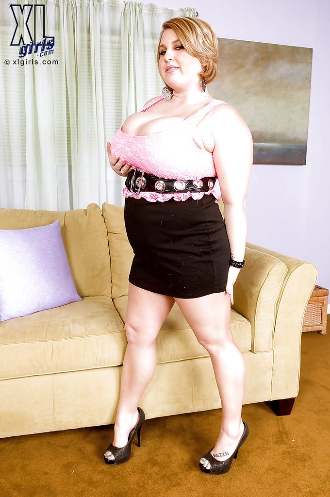 Толстая мамочка показывает большие сиськи секс фото и порно фото