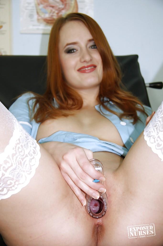 Санитарка дрочит вагину игрушкой в гинекологическом кресле секс фото и порно фото