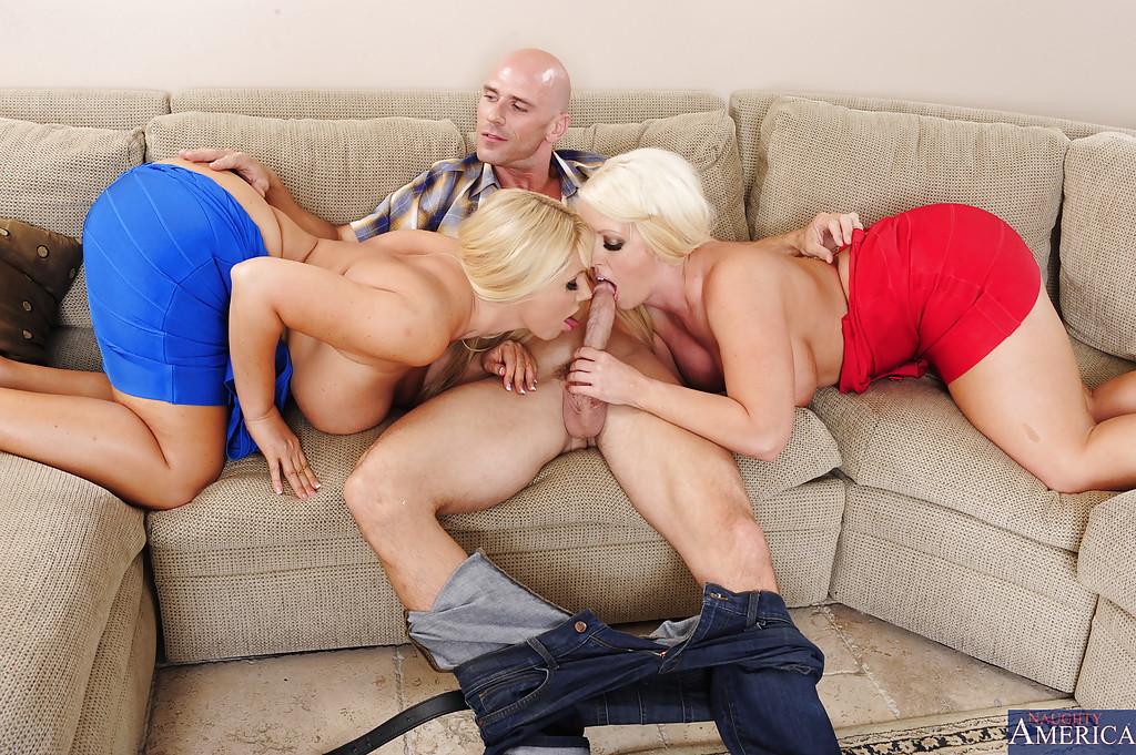Грудастые блондинки вместе смакуют сперму после секса втроем секс фото и порно фото