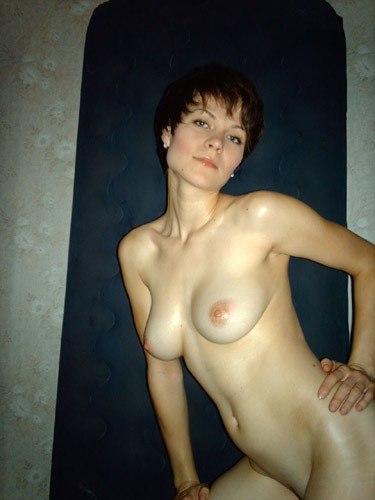 Стройные сучки показываю свои упругие сисяндры секс фото и порно фото