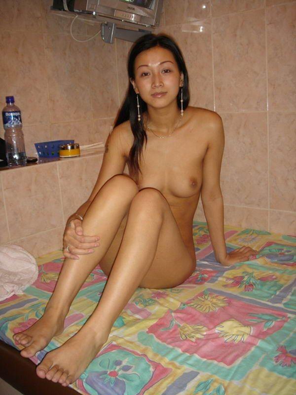 Раскованные суки показывают свои прелести секс фото и порно фото