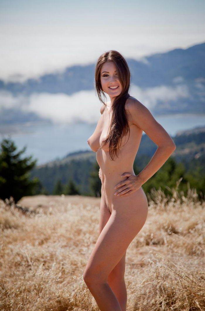 Оголенные модели позируют для мужского журнала секс фото и порно фото