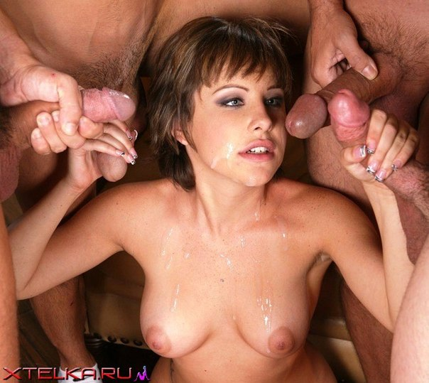 Умелые девушки ловко обращаются с несколькими фаллосами секс фото и порно фото