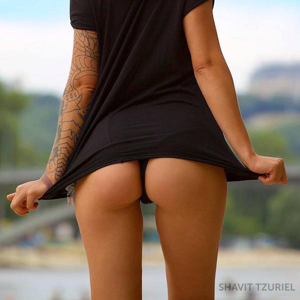 Сексапильные стервы хватаются аппетитными попками секс фото и порно фото