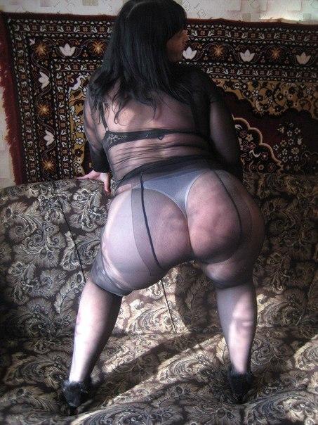 Очаровательные миледи радвинули ноги и похвастались письками секс фото и порно фото