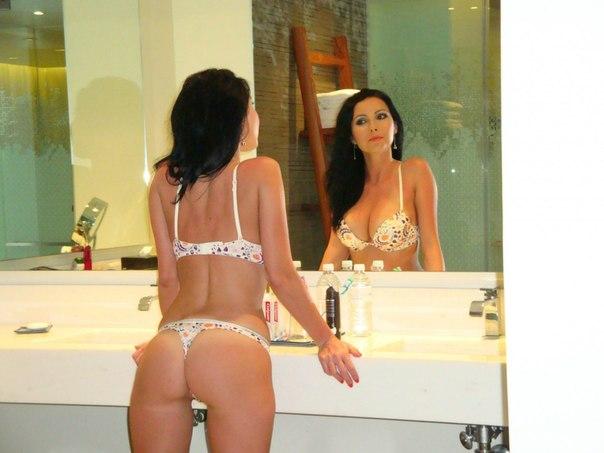 Сексапильные любовницы обнажили прелести для мужланов секс фото и порно фото