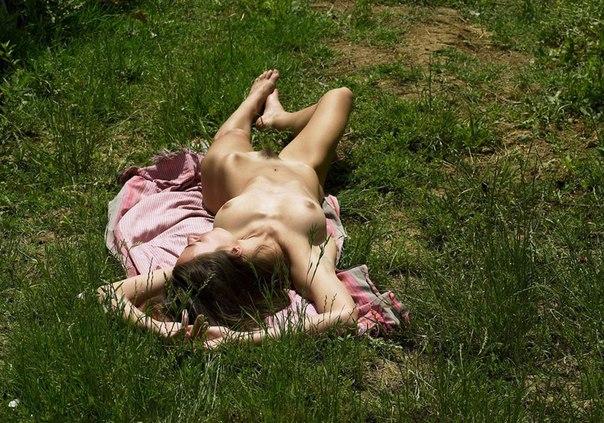 Сельские барышни голышом на природе секс фото и порно фото
