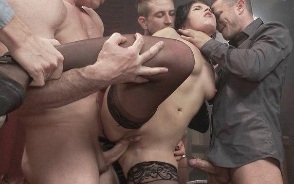 Умелые давалки сосут большие фаллосы перед поркой секс фото и порно фото