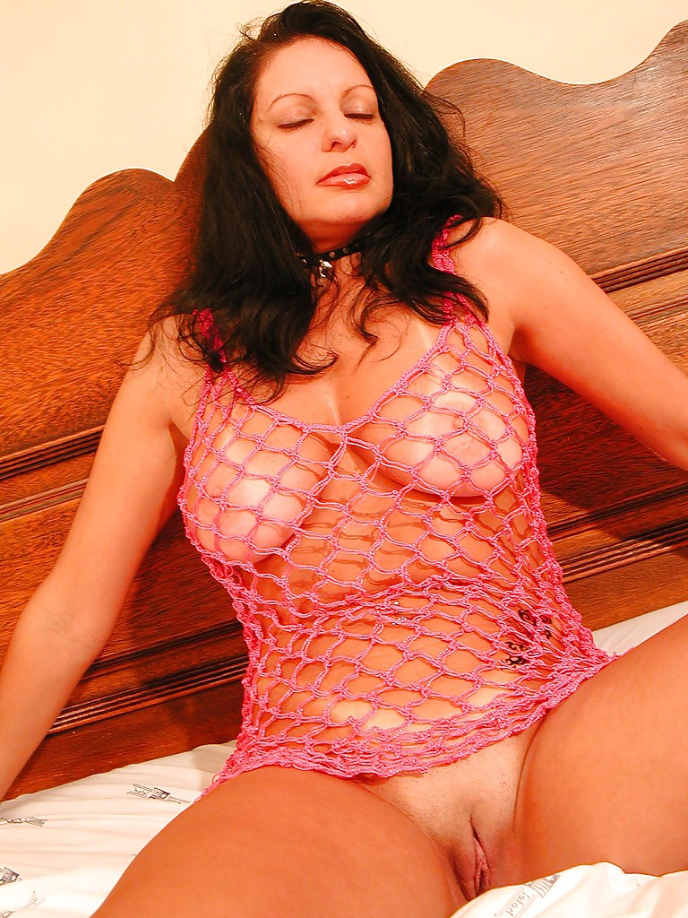 Зрелая дама искушает соседа оголенными прелестями секс фото и порно фото