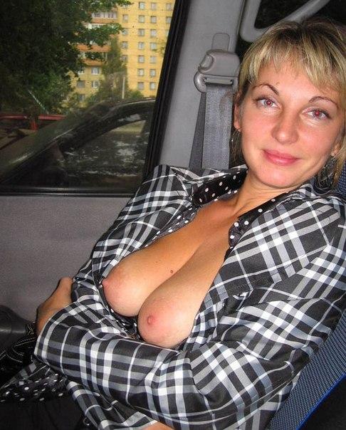 Привлекательные дамы стали раком и подставили дырочки секс фото и порно фото