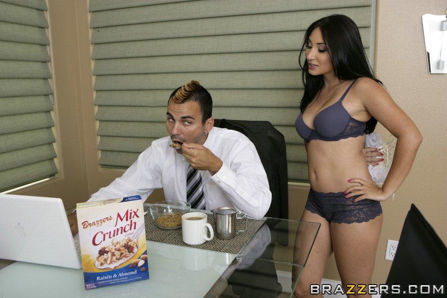 Стерва трахнулась потрахалась с любовником на кухне секс фото и порно фото