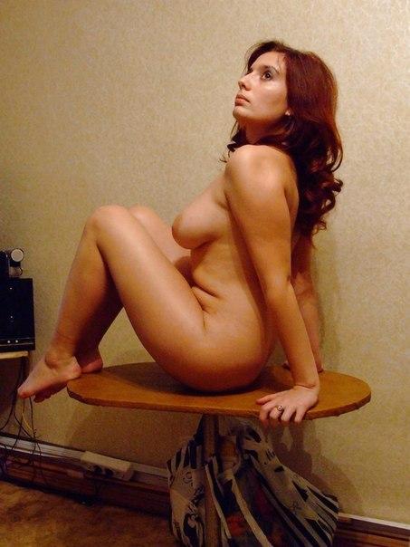 Привлекательные крадовщици сверкают прелестями в сауне секс фото и порно фото