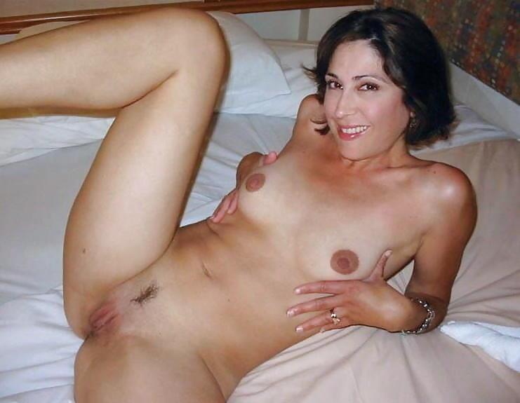 Озорные мамзели проветривают сочные щелки секс фото и порно фото