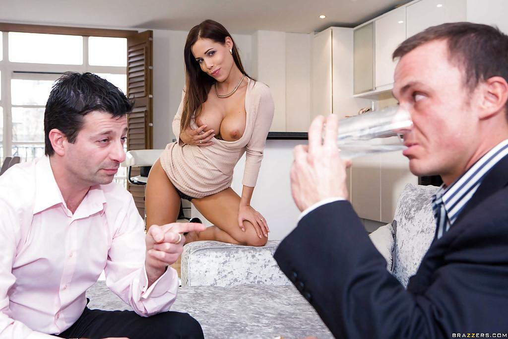 Грудастая нимфа довела сударя до оргазма секс фото и порно фото