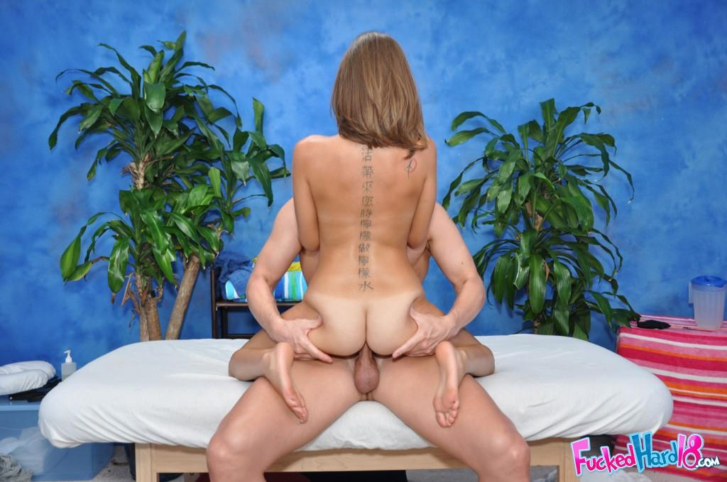 Тощая бестия отдалась умелому массажисту секс фото и порно фото