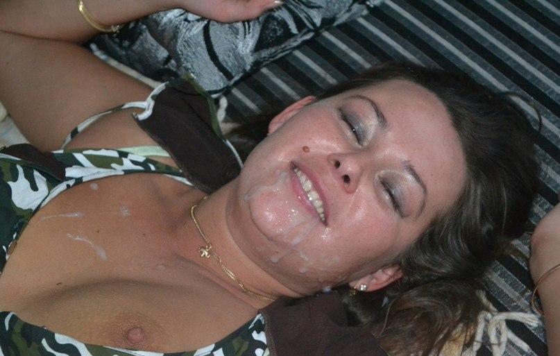Беспардонная мамзель перепехнулась с тремя ухажерами секс фото и порно фото