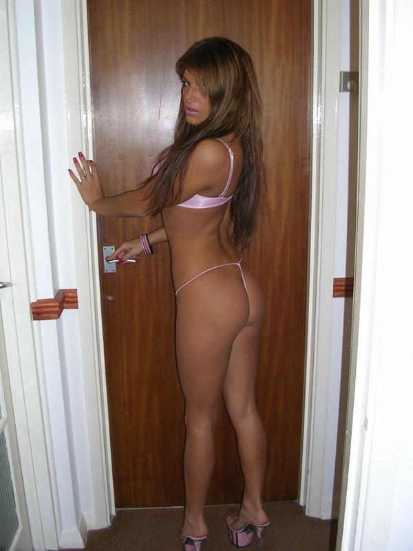 Развратная сучка хвастается обнаженными прелестями секс фото и порно фото