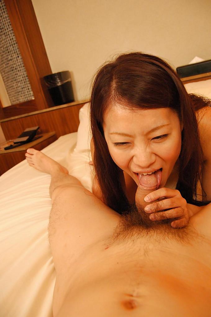 Азиатка устроила активный секс со своим ухажером секс фото и порно фото