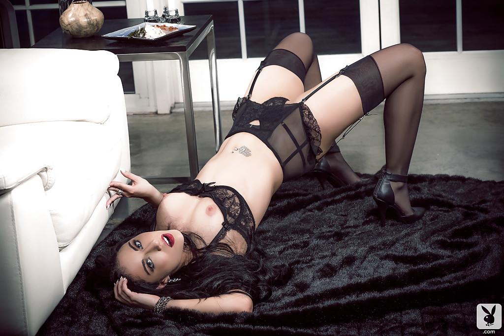 Стерва снимает с себя белье и красуется шикарным телом секс фото и порно фото