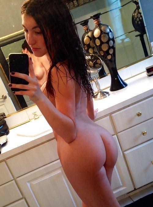 Баловницы продемонстрировали упругие попки секс фото и порно фото