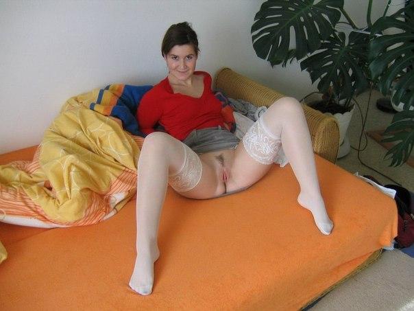 Развратные мамочки оголили свои бритые пилотки и большие дойки секс фото и порно фото