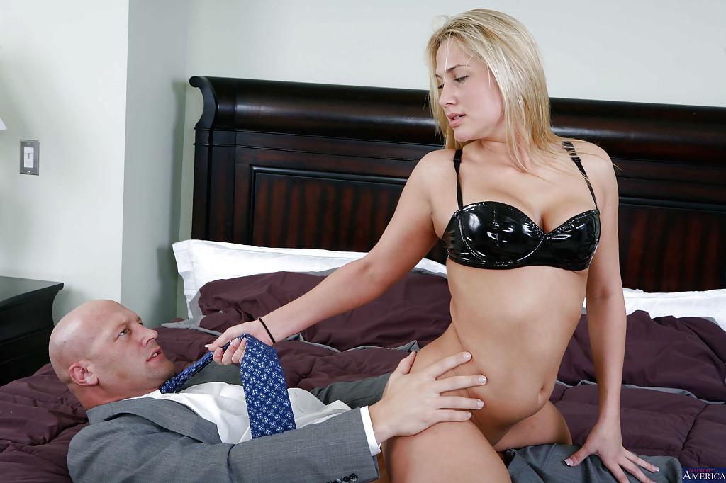 Роскошную блондинку отфритюрил напористый друг секс фото и порно фото