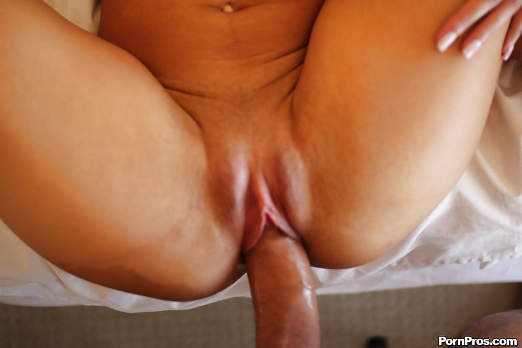 Хрупкие озорницы попрыгали на пенисе любовника секс фото и порно фото